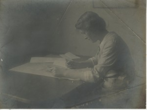 Denise Tuckfield at the Knox Guild, c. 1912-13. Photo by E.T. Holding. Image courtesy of Crafts Study Centre at the University for the Creative Arts
